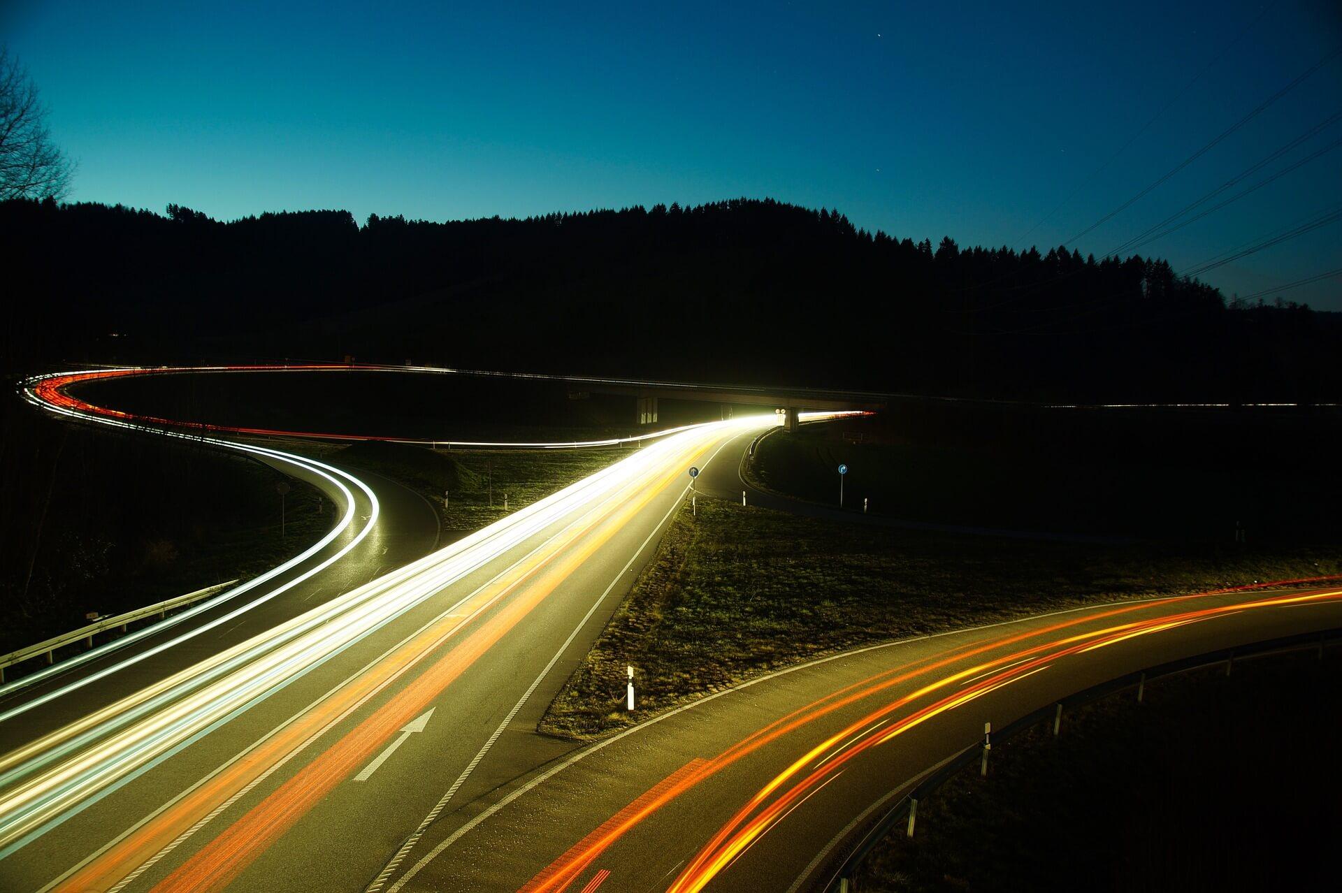 Jak Internet Rzeczy rozwija przemysł motoryzacyjny